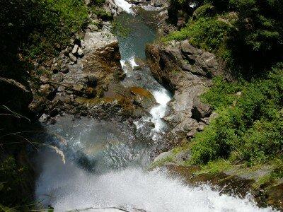 Wodospad widziany z góry - widok nieziemski