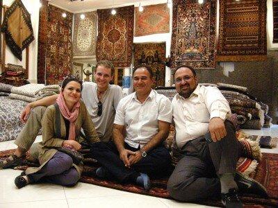 W sklepie z perskimi dywanami